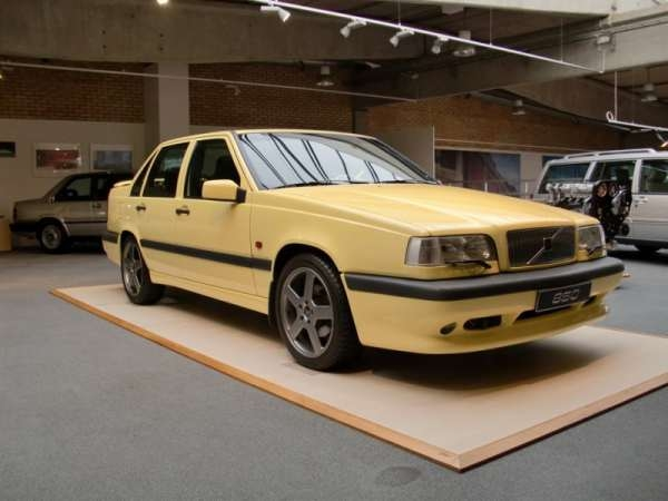 "Volvo 850 T5-R 1995 ""The Flying Banana"""